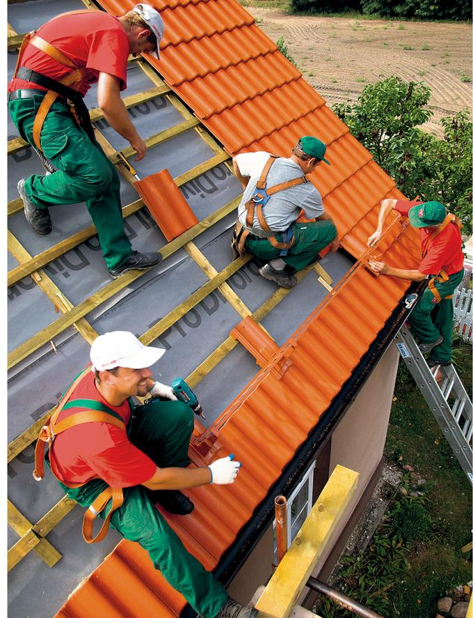 14. Dekarze na dachu